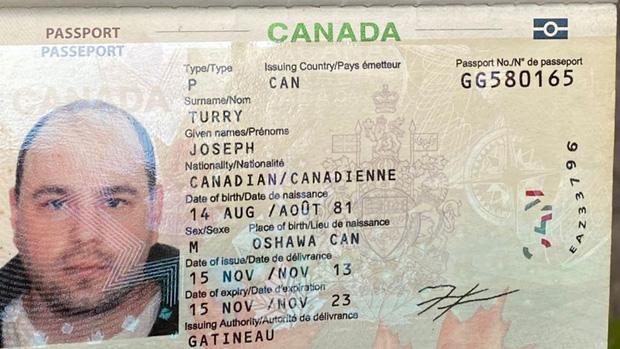 Người nạn nhân mang hộ chiếu quốc tịch Canada.