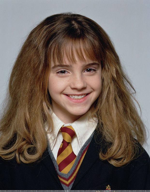 """Emma Watson được hàng triệu fan yêu mến qua vai diễn cô phù thủy nhỏ trong phim """"Harry Potter"""" từ khi cô 10 tuổi"""