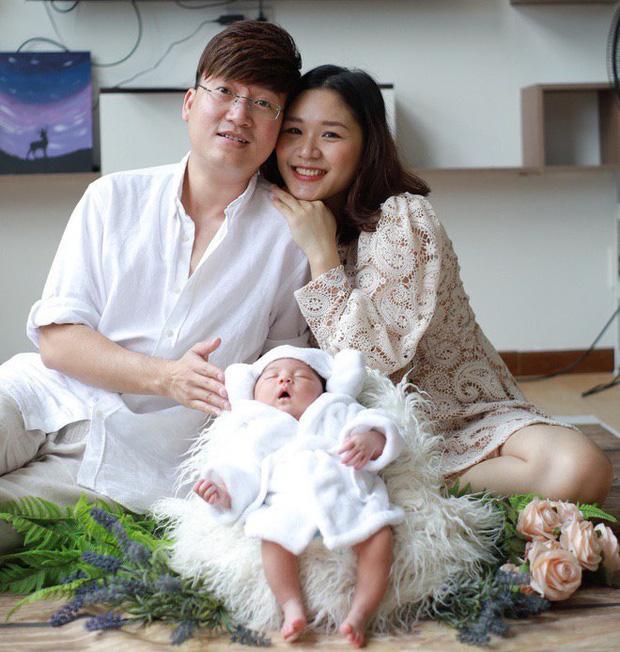 Nam nghệ sĩ và bạn gái đã sinh con được 1 tháng nhưng giờ mới công bố
