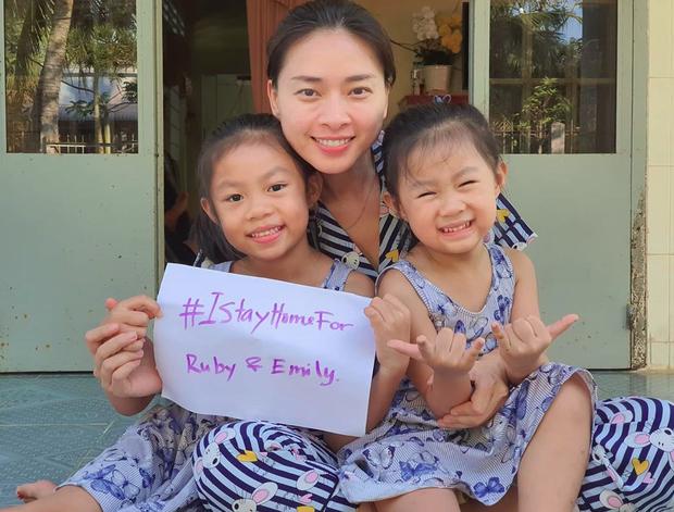 """""""Nhà có hai đứa cháu, một thế hệ đi sau. Tôi muốn ý thức vì tương lai của trẻ thơ. Chúng ta hãy vì một tương lai của Việt Nam"""", nữ diễn viên kêu gọi"""