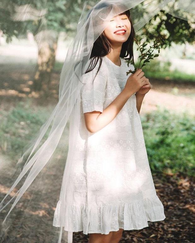 Chỉ cần một tấm lúp voan, nàng sẽ có ngay hình ảnh cô dâu trẻ, sẵn sàng cho nhiều tấm ảnh nữ tính.