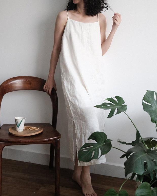 Đừng bỏ qua chất liệu linen, những thớ vải nhăn, xô lệch mang vẻ đẹp tự nhiên luôn là chất liệu số 1, được nhắc đến liên tục mỗi khi hè đến.