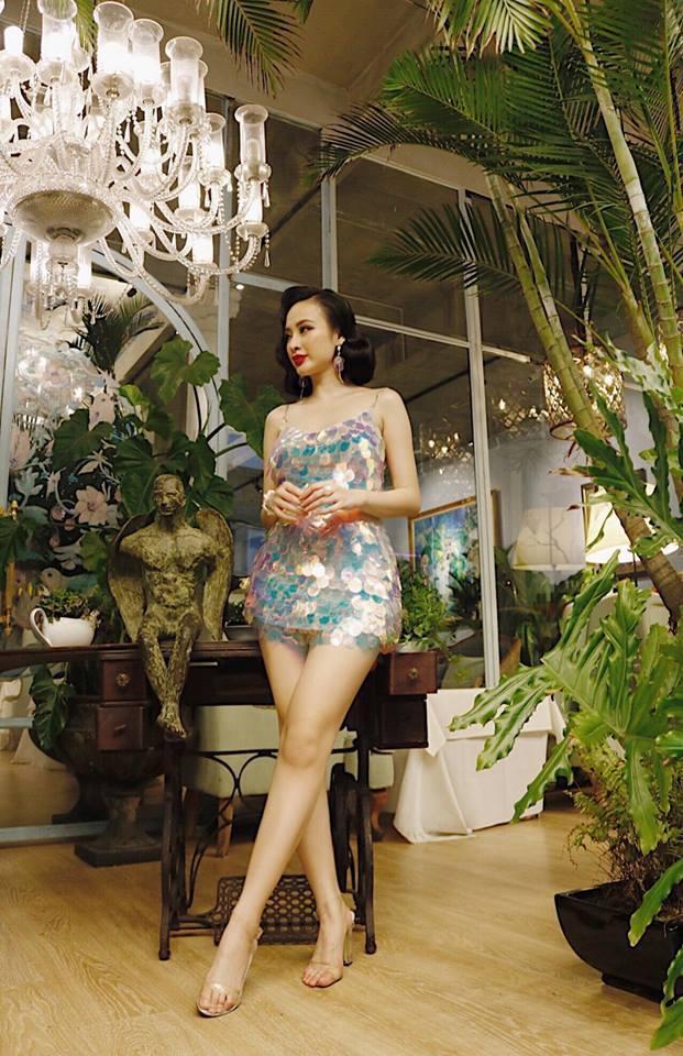 Vốn là một gương mặt đầy nổi bật, Angela Phương Trinh luôn khiến cộng đồng mạng buộc phải chú ý đến mình sau mỗi bài đăng trên instagram. Nữ diễn viên thu hút mọi ánh nhìn khi diện thiết vô cùng lấp lánh.