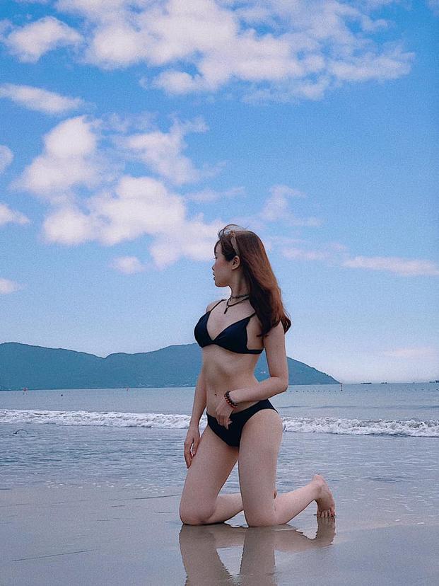Trang Nhung - bạn gái Văn Toàn diện bikini siêu nóng bỏng.