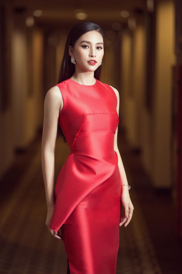 Nóng mắt với pha đụng hàng váy áo lịch sử đẹp bất phân thắng bại của dàn mỹ nhân Việt ảnh 9