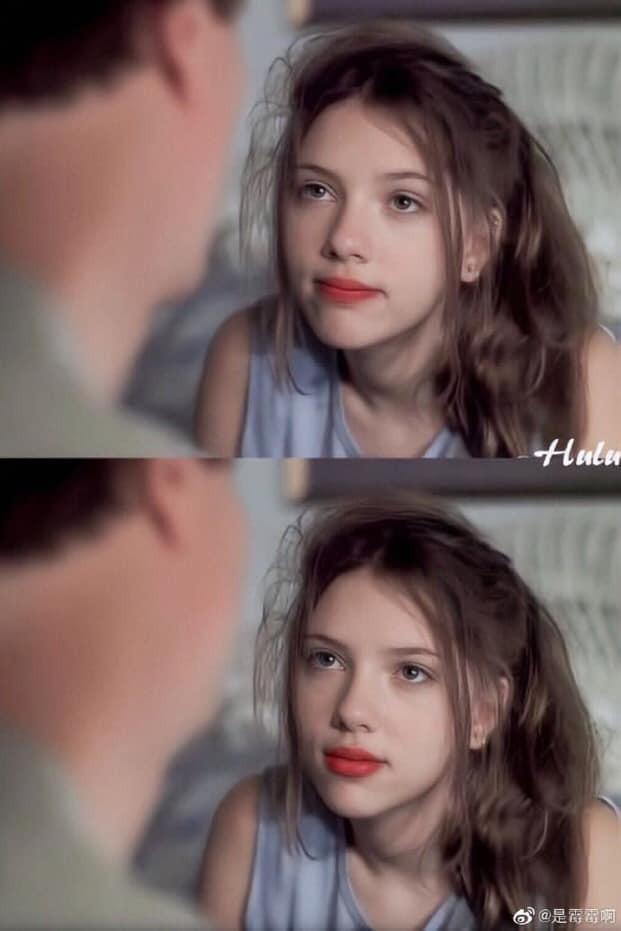 Cũng là một ngôi sao nhí khởi nghiệp từ khi còn nhỏ Scarlett Johansson ghi dấu ấn với vẻ ngoài xinh xắn, nổi bật, đầy cuốn hút ngay từ thời thiếu nữ
