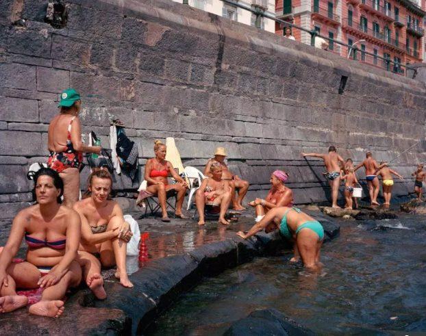Sinh sống tại thành phố với tỉ lệ tội phạm cao nhất Châu Âu cũng không khiến người dân ngừng việc thư giãn bên dòng nước hồ mát mẻ