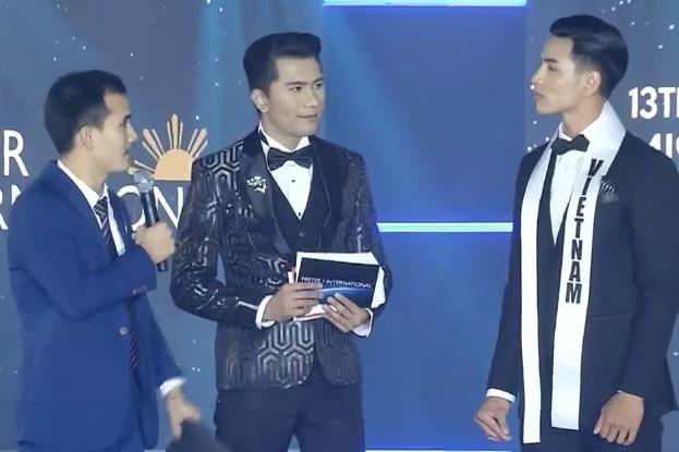 """""""Chú"""" thông dịch viên nhận được lời khen của cộng đồng fan Việt vì hoàn thành xuất sắc nhiệm vụ."""