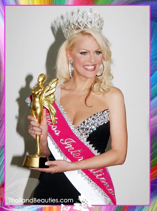 Cựu Hoa hậu chuyển giới Quốc tế người Mỹ – Mimi Marks cũng từng giành giải thưởng Trang phục dạ hội đẹp nhất trong mùa giải năm 2005.