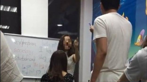 Bà Kim Tuyến mắng học viên.