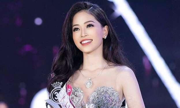 """Cô nàng Á hậu xinh đẹp không nằm ngoài danh sách những người """"phát cuồng"""" vì Sơn Tùng M-TP."""