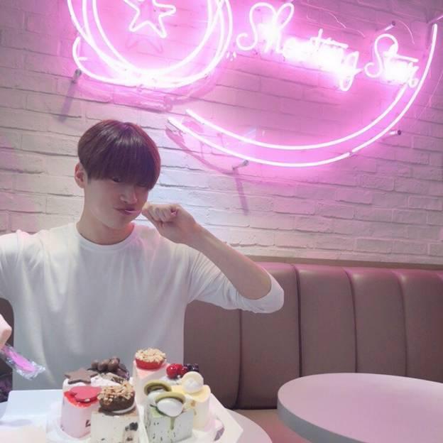 Bộ ảnh chứng minh Han Seungwoo (X1) là hình mẫu bạn trai nhà người ta lý tưởng của các fan ảnh 4