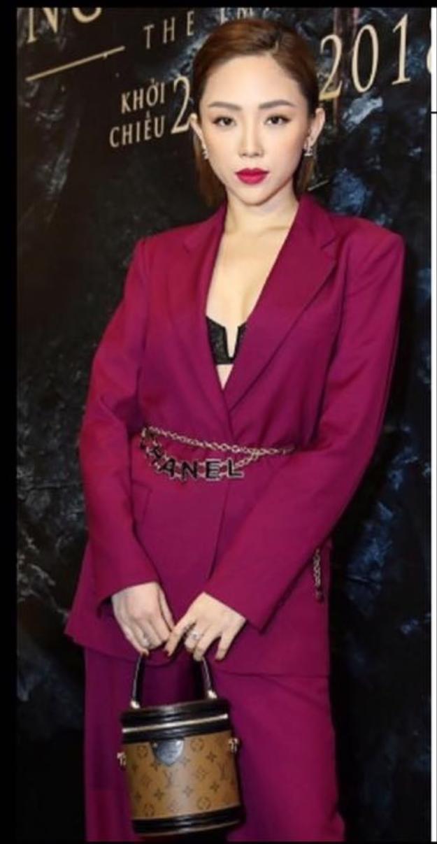 Chiếc belt Chanel với giá hơn 41 triệu đồng.