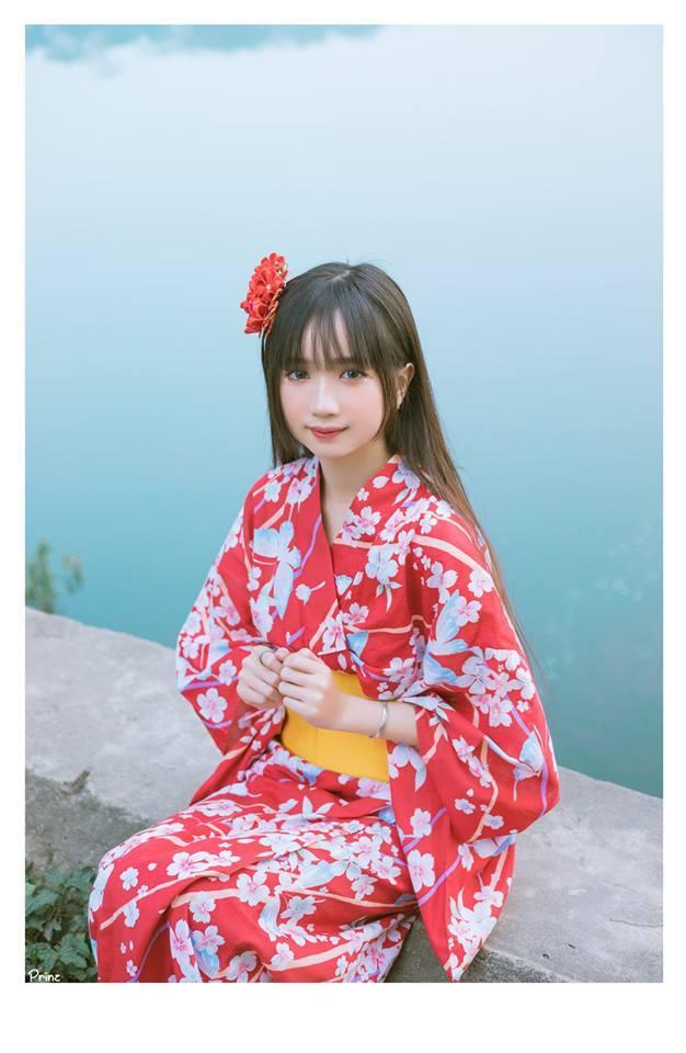 Thảo Linh thích đi du lịch để trải nghiệm. Thời gian rảnh rỗi, nữ sinh thường đọc sách tâm lý học để hiểu hơn về con người, từ đó có thể xây dựng phong cách stream thu hút nhiều công chúng hơn.