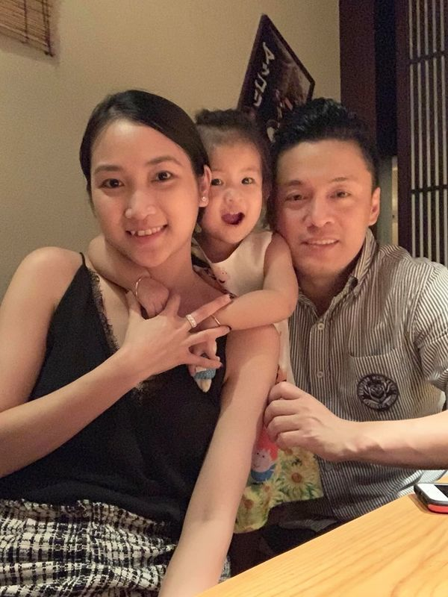 Bà xã Lam Trường khoe ảnh gia đình hạnh phúc với chồng và con gái cưng ảnh 2