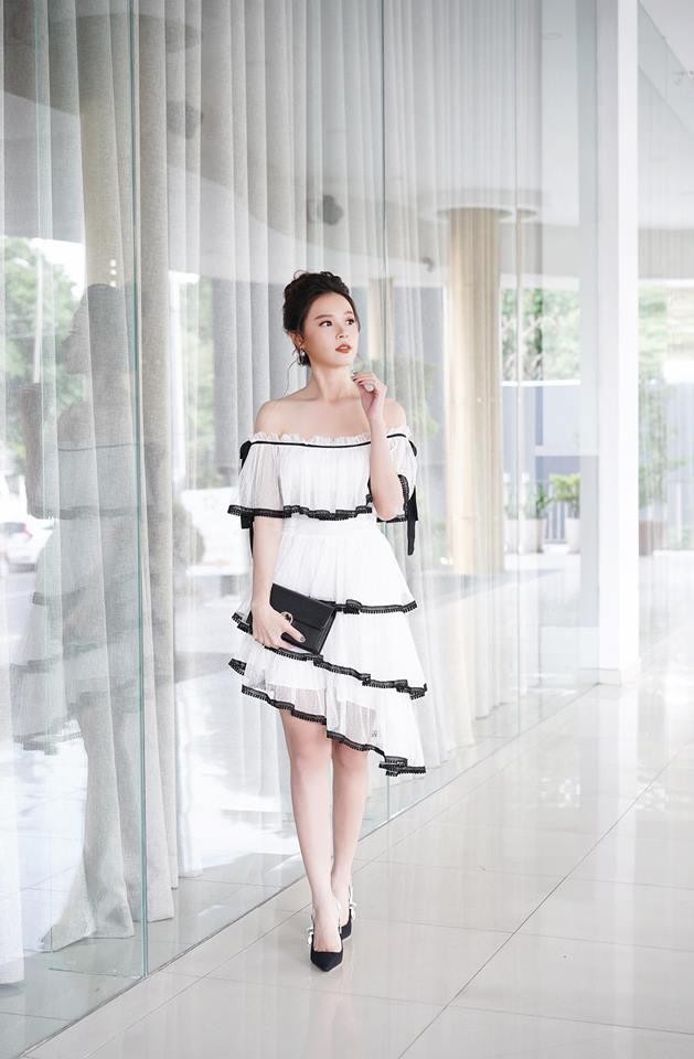 Những chiếc váy sáng màu, kiểu dáng bánh bèo là style yêu thích của Midu ở đời thường lẫn sự kiện.