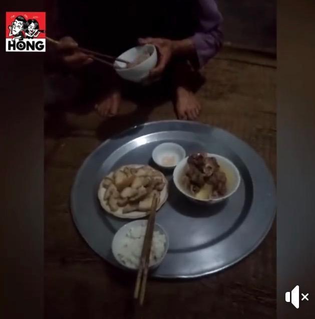 Cậu bạn này khoe bữa cơm ăn với bà trước khi lên đường có thịt và canh xương đầy đủ. Ảnh: Hóng