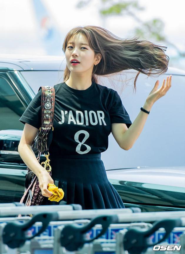 Và đây chính là khoảnh khắc 'nữ thần' của Suzy tại sân bay khiến ai nhìn vào cũng phải xao xuyến