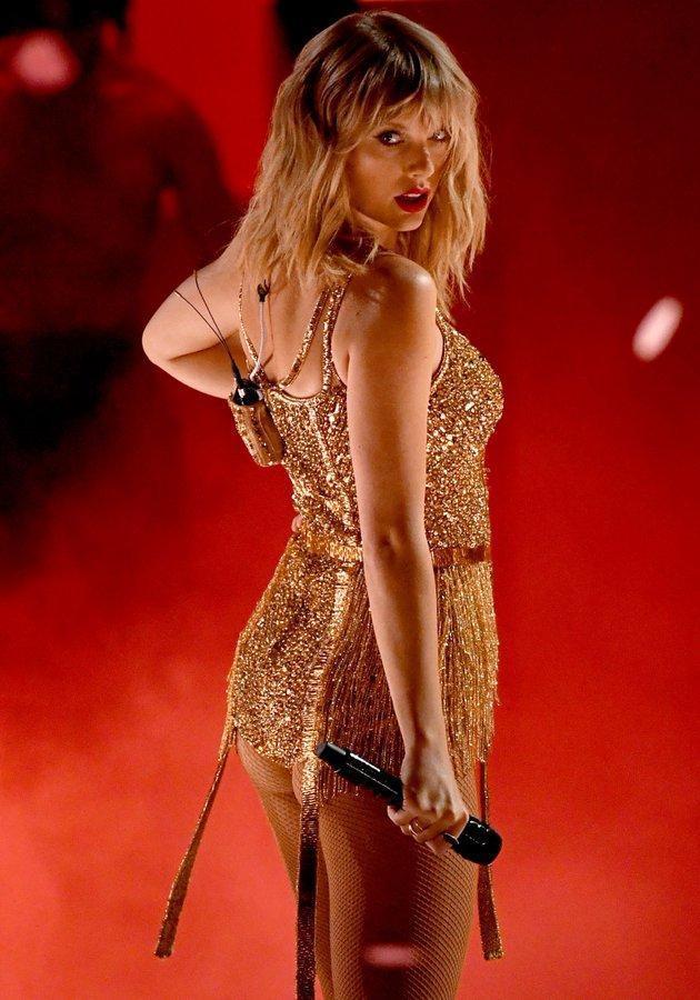 AMAs 2019: Taylor Swift biến sân khấu thành liveshow riêng, Camila Cabello được diễn tận 3 lần ảnh 8