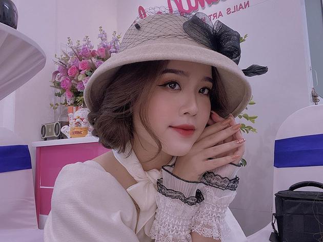 Từ một cô nàng bình thường, Huyền Mi bất ngờ nhận được sự quan tâm khi vướng vào tin đồn là bạn gái của Quang Hải.