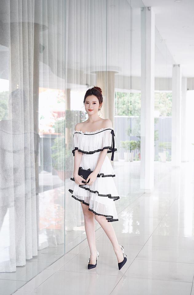 Chỉ với chiếc váy trắng trễ vai đơn giản,Miduxinh đẹp đến ngỡ ngàng. Nét mong manh tựa sương khói của người đẹp khiến bất cứ trái tim nào cũng xao động.