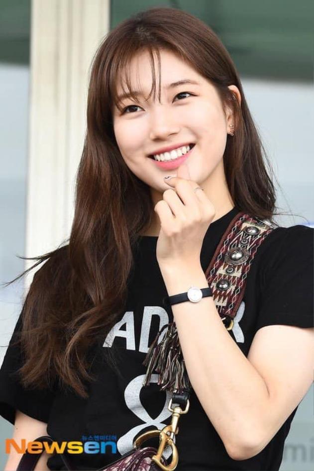 Người đẹp khiến mọi người khá bất ngờ vì đây là lần đầu tiên cô xuất hiện trước công chúng sau bao tháng ngày kể từ khi rời JYP và sau bê bối kiện tụng bồi thường 400 triệu đồng