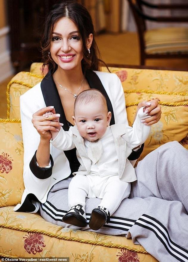 Cựu Hoa hậu Nga hạ sinh Leon vào tháng 5/2019.