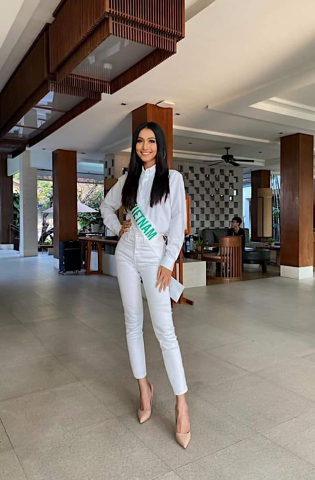 Hoài Sa hát nhạc Diva, Vicky Trần nhảy hiện đại cùng lọt Top 13 Tài năng tại Miss Int Queen 2020 ảnh 1