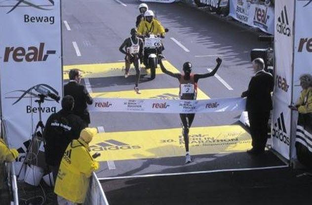 Kalenjin - bộ tộc có khả năng chạy đường dài tốt nhất. Ảnh: Listverse