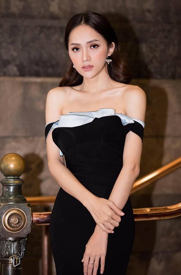 Hương Giang là một trong số ít những Hoa hậu luôn được người hâm mộ đánh giá cao về giọng hát cũng như khả năng trình diễn trên sân khấu.
