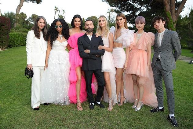 Lý Vũ Xuân là gương mặt được lựa chọn mặc các thiết kế trong BST Giambattista Valli x H&M xuất hiện tại dạ tiệc của amfAR tại Cannes, Pháp hồi tháng 5 năm ngoái