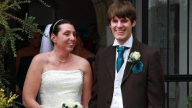 Vợ chồng Amy và Gary ở tiệc cưới năm 2013.
