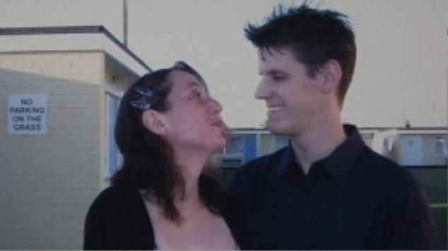 Gary trước khi chuyển giới là một ông chồng yêu vợ, một người cha thương con. Nhưng anh luôn giấu kín bí mật về giới tính của mình.