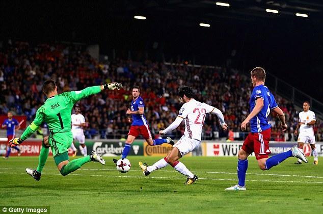Mặc dù chỉ làm khác trước một đối thủ khá yếu Liechtenstein đang chìm sâu dưới đáy bảng xếp hạng nhưng HLVJulen Lopetegui vẫn cho Tây Ban Nha ra sân với đội hình cực mạnh ở cả ba tuyến.
