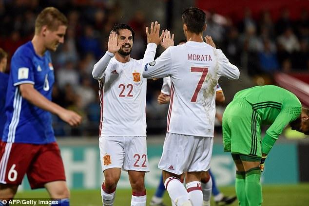 """Chính điều này đã tạo nên """"mưa bàn thắng"""" khi Tây Ban Nha ghi đến 8 bàn thắng vào lưới đối thủ. Trong đó, bom tấn của Chelsea - Morata đóng góp một cú đúp."""