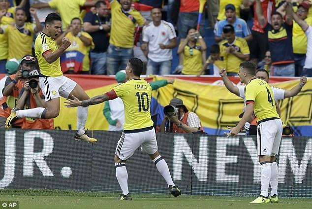 """Ở khu vực Nam Mỹ, Colombia vừa có trận hòa 1-1 quý giá trước Brazil nhờ bàn thắng san hòa của """"mãnh hổ"""" Falcao. Đáng chú ý trong trận đấu này, Brazil dù đã chắc vé dự World Cup nhưng vẫn tung ra đội hình mạnh nhất."""