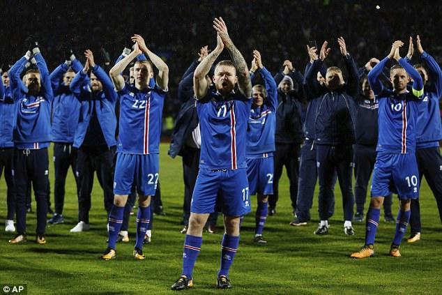 Màn ăn mừng thành thương hiệu của đội bóng Iceland sau khi giành vé dự World Cup.