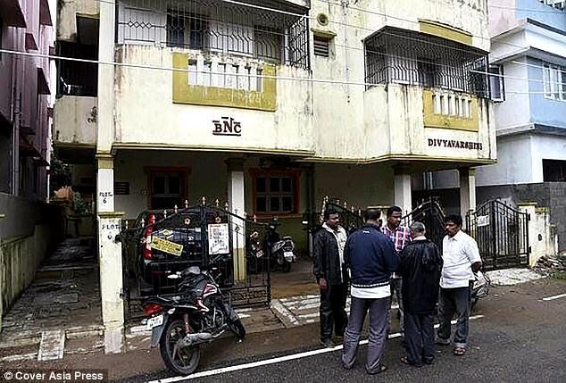 Ngay ngày hôm sau, 14/11, Akash sau đó đã bị cảnh sát bắt lại khi đang đợi xe buýt ở Adambakkam.