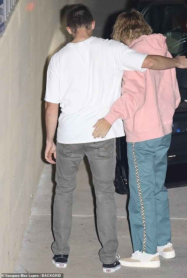 Justin Bieber xuất hiện vô cùng thảm hại khi nghe tin Selena Gomez phải điều trị tâm thần ảnh 3