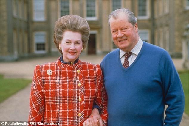 Cha Công nương Diana và người vợ thứ hai của ông.