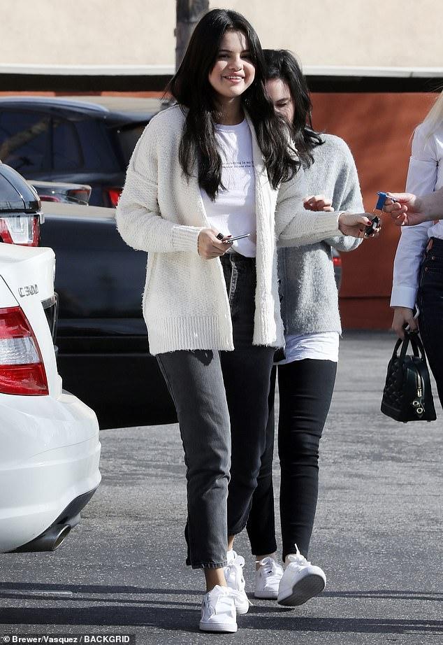 Selena Gomez chứng minh cho định nghĩa 'càng béo càng xinh' ảnh 1