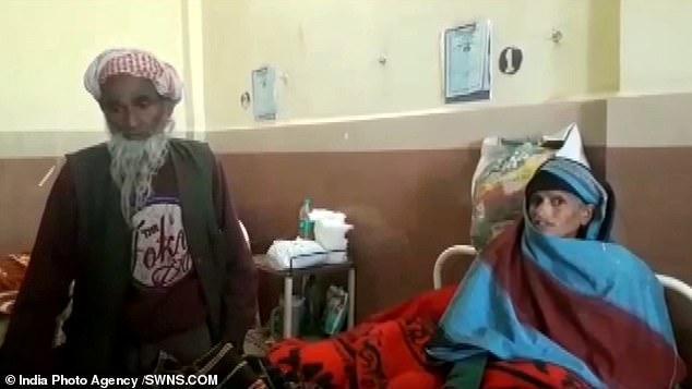 ÔngHakim Din và vợ, người vừa sinh con theo cách tự nhiên ở tuổi 65. Ảnh: SWNS