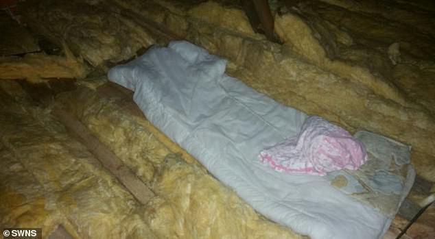 Chỗ ngủ của Thomas trong lúc ẩn nấp trên căn gác xép.