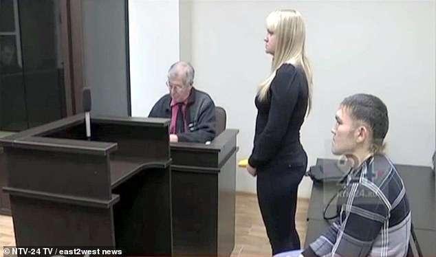 Anh Shakur đã cầu hôn bạn gái, người đâm mình 13 nhát dao ngay tại tòa.