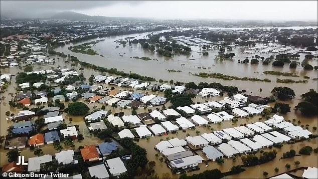 Cả thành phố Townsville ngập trong nước lũ.