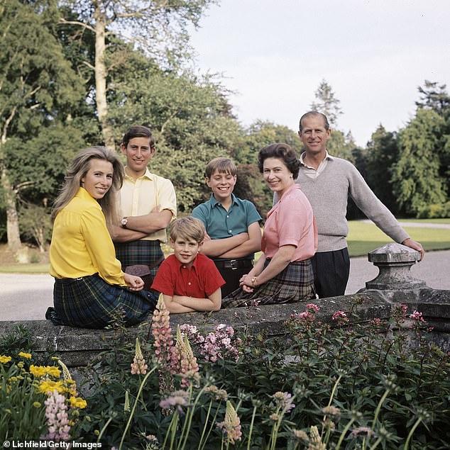 Gia đình Nữ hoàng Elizabeth II và phu quân Phillip cùng 4 con. Ảnh: Getty