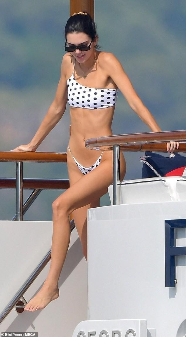 Vóc dáng đẹp miễn chê của chân dài đình đám nhất thế giới Kendall Jenner