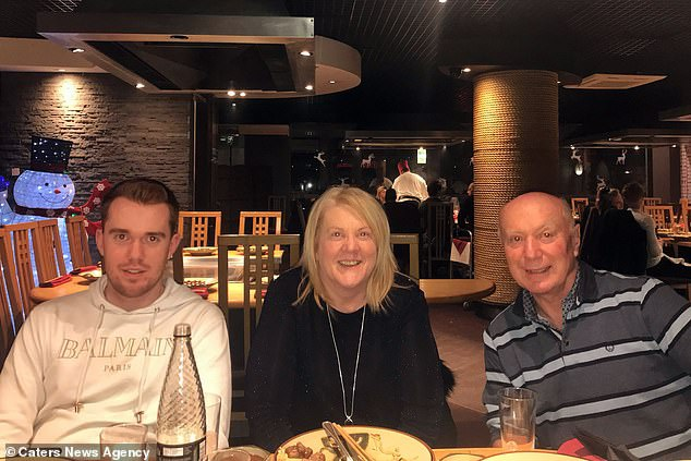 Legg cho biết anh chu cấp cho bố mẹ mỗi tháng 2.000 bảng Anh.
