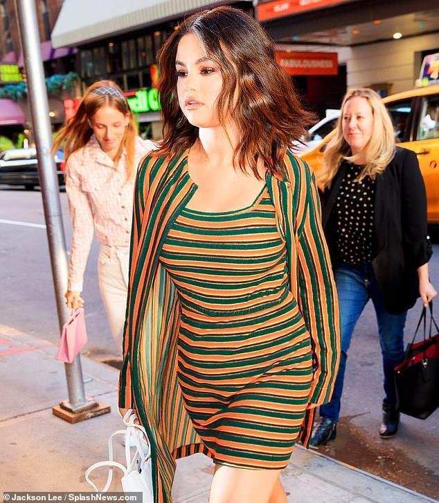 Bạn có tin đây đích thị là Selena Gomez xinh đẹp, nhỏ nhắn ngày nào? ảnh 3