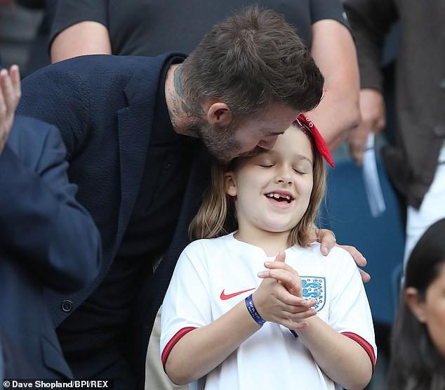 Từ lâu David Beckham đã nổi tiếng với việc luôn yêu thương và nuông chiều con gái của mình